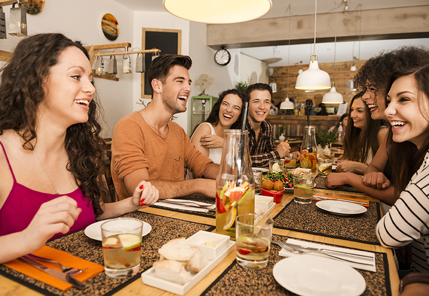 4 Ways To Attract And Maintain Restaurant Customers